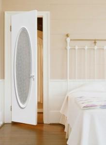 Какую дверь выбрать для спальни