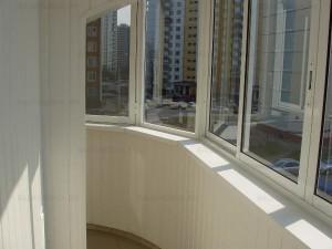 Как обшить балкон своими руками?