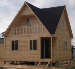Особенности дома с фронтонами из бруса