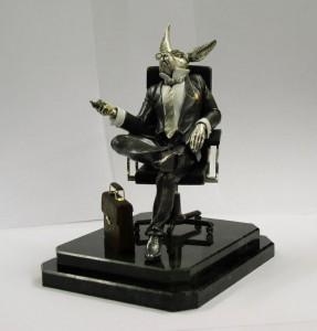 2-podarki-suveniryi-statuetki-i-nastolnyie