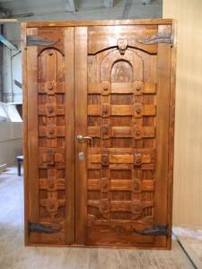Материал изготовления дверей очень прост